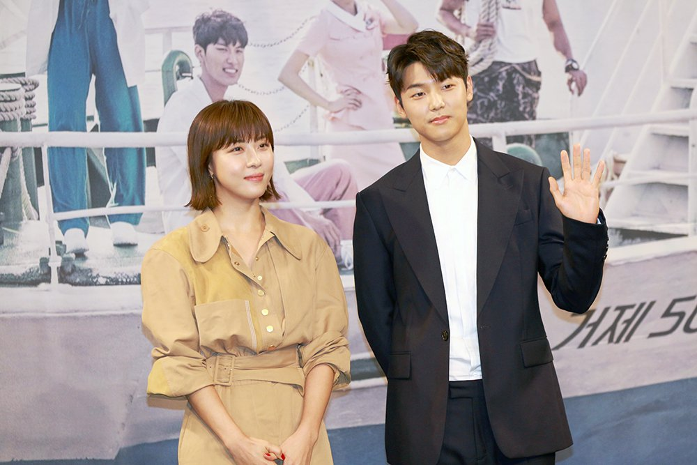 河智苑搭檔姜敏赫演出醫療劇。圖/KKTV提供