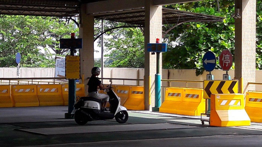 機車考照新增項目「停車再開」。 圖/麻豆監理站提供