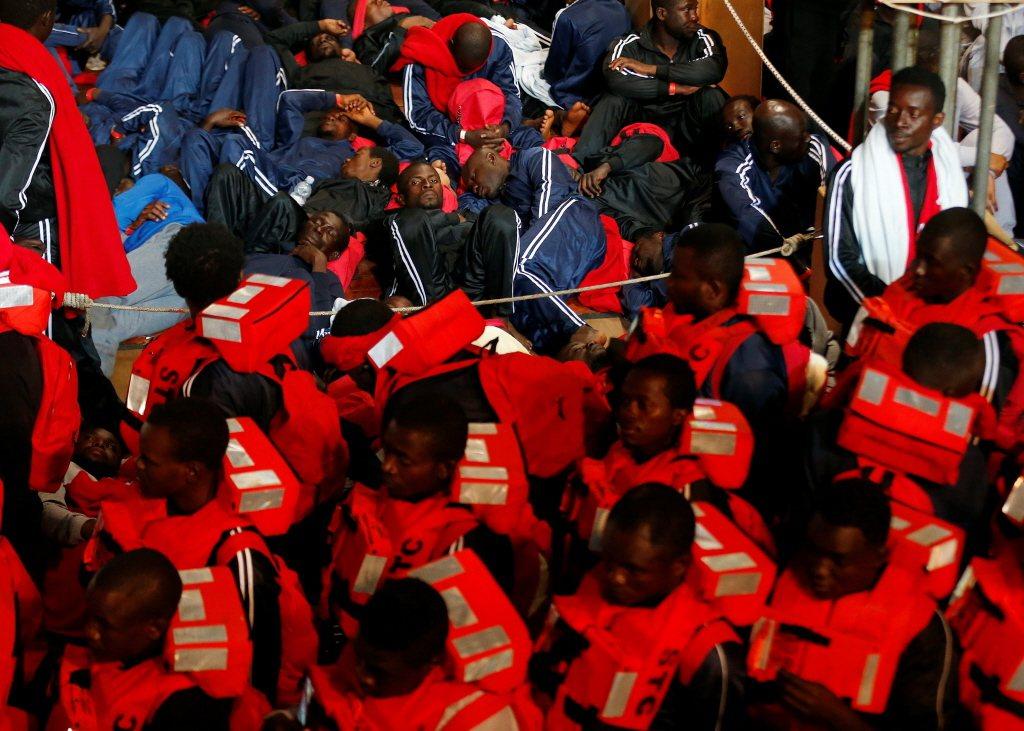 近年來,上百萬非法移民從非洲或中東湧入歐洲,有些是為了逃離戰火和迫害,有些是趁亂...