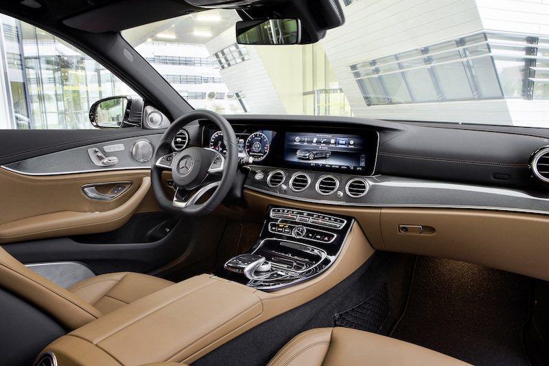 Mercedes-Benz 提供
