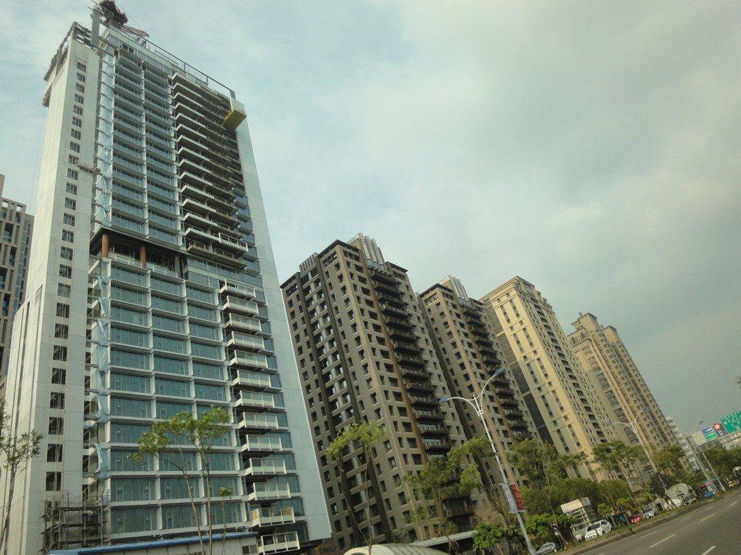 北市信義計畫區新屋豪宅待價而沽。