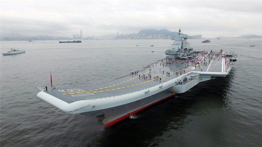 劉喆解釋航艦靠泊一定要有特殊設施,香港正好符合條件。 圖/大陸國防部官網