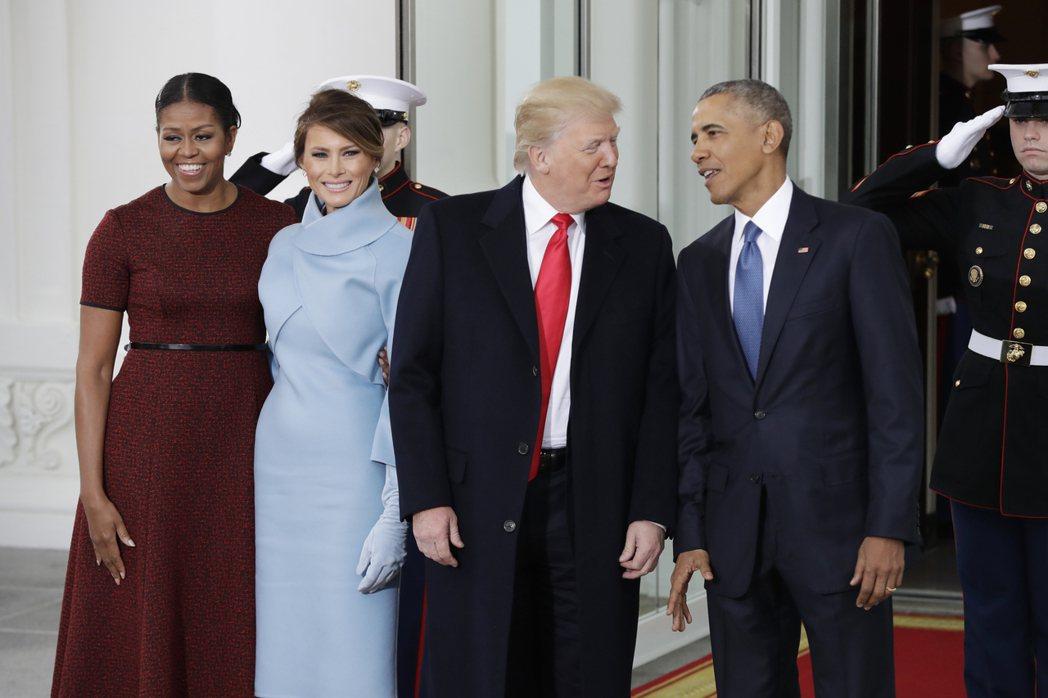 川普夫婦在1月20日就職日當天與歐巴馬夫婦合影。兩對夫婦之前曾在白宮會晤,川普事...