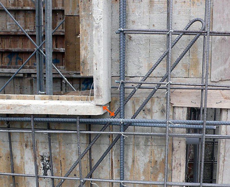 ■牆開口補強筋,正確的施工,應注意牆開口之補強筋須定位確實綁紮(距框距3~5 c...
