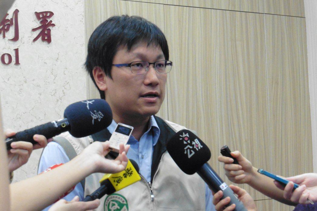 疾管署防疫醫師林詠青,說明國內腸病毒疫情。記者黃安琪/攝影