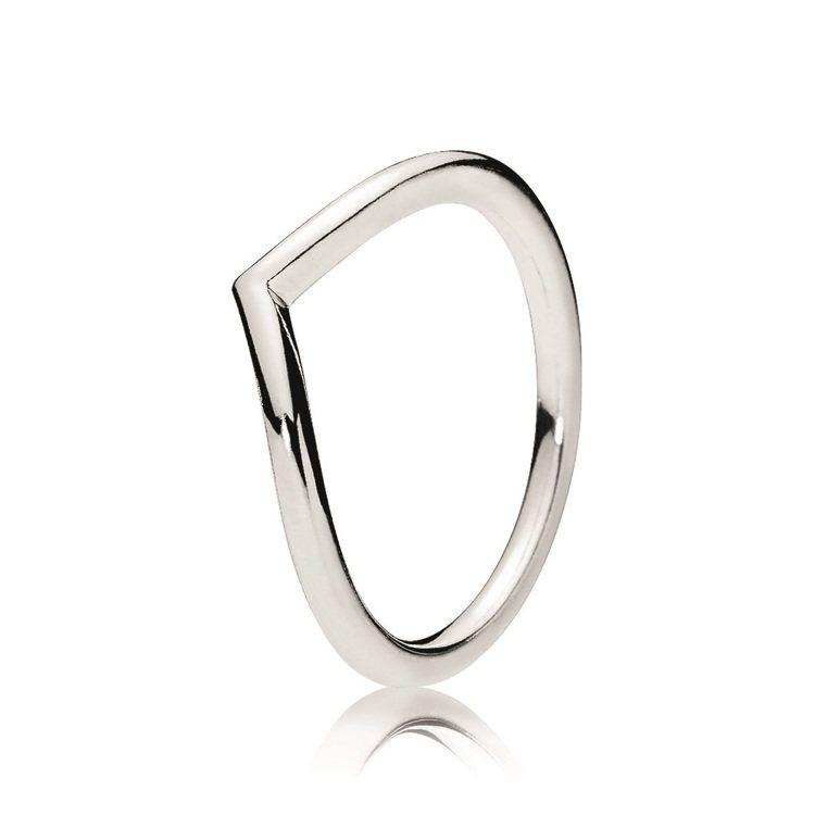 田馥甄配戴的優雅許願骨925銀戒指,1,280元。圖/PANDORA提供