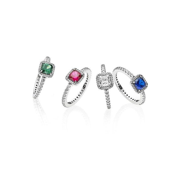將飽和色彩注入珠寶設計,以象徵冬日的藍色與代表耶誕節的紅、綠色打造立方、圓形水晶...