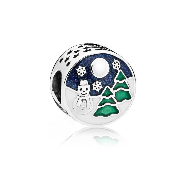 冰雪樂園925銀琺瑯串飾,2,180元。圖/PANDORA提供