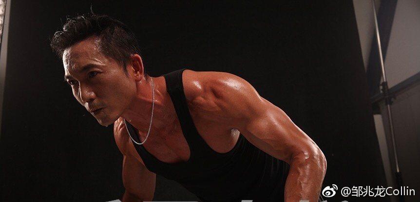 鄒兆龍已經50歲,身材保養依舊壯碩。圖/摘自微博