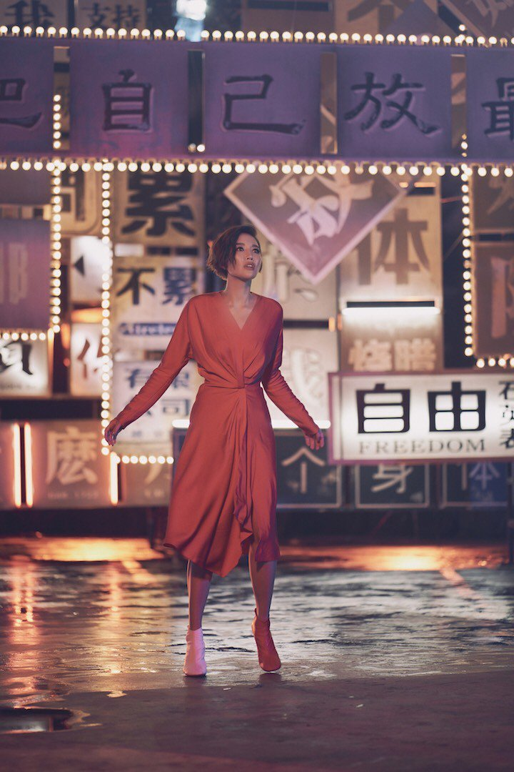 A-Lin新歌MV引發簡繁字體之爭。圖/翻攝自MV