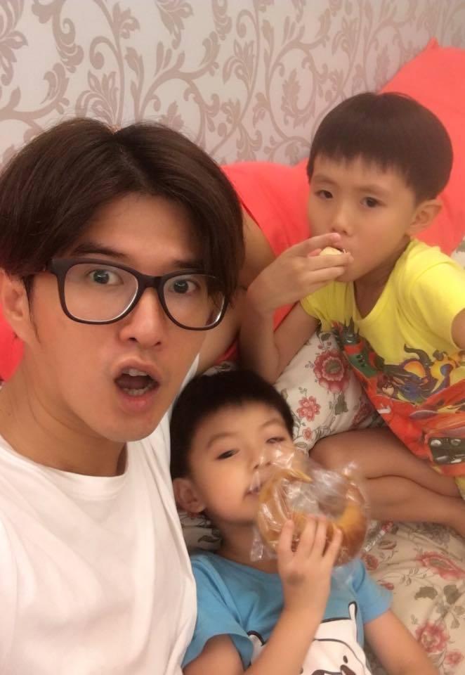 顏永烈常在臉書分享與2名兒子的有趣互動。圖/摘自臉書
