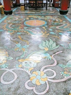 馬祖津沙天后宮的磨石子畫作。 (圖/黃朱平攝影)