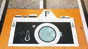 宜蘭某已歇業相館的磨石子相機。 圖/老屋顏攝影