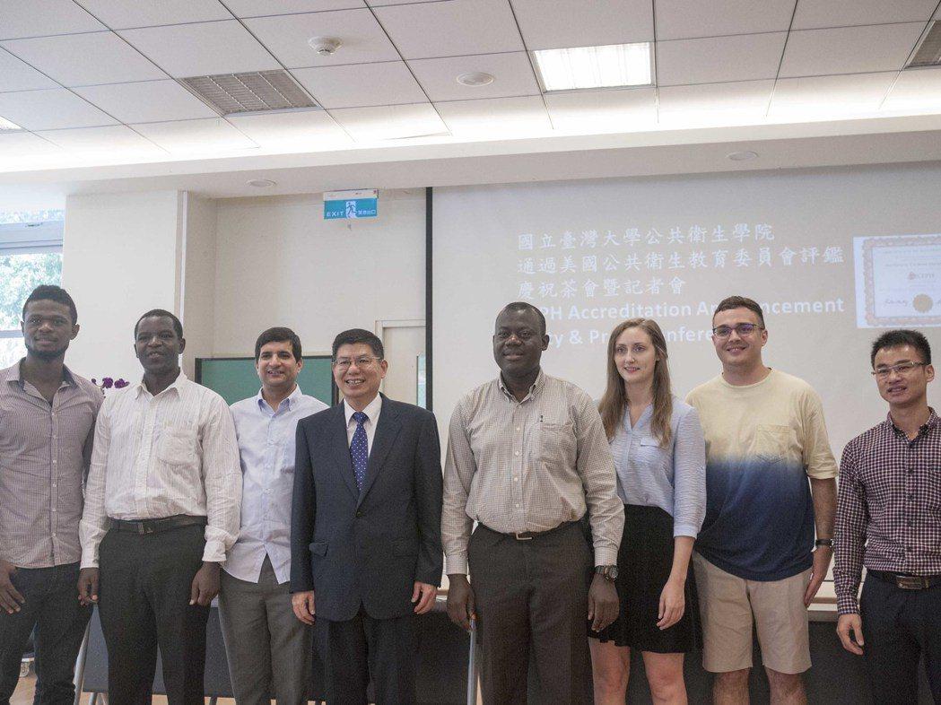 台灣大學公共衛生學院通過美國公衛教育(CEPH)認證,未來可望招收更多國際生。記...