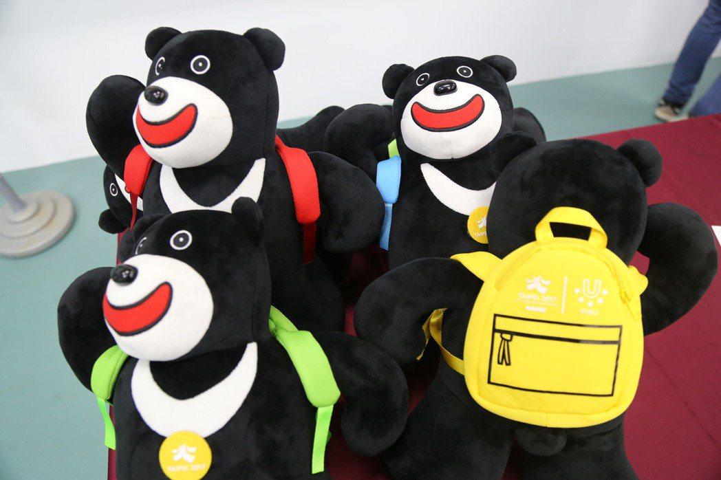 世大運熊讚玩偶超熱賣,一上架即被搶購一空,有錢也買不到。 本報系資料照片