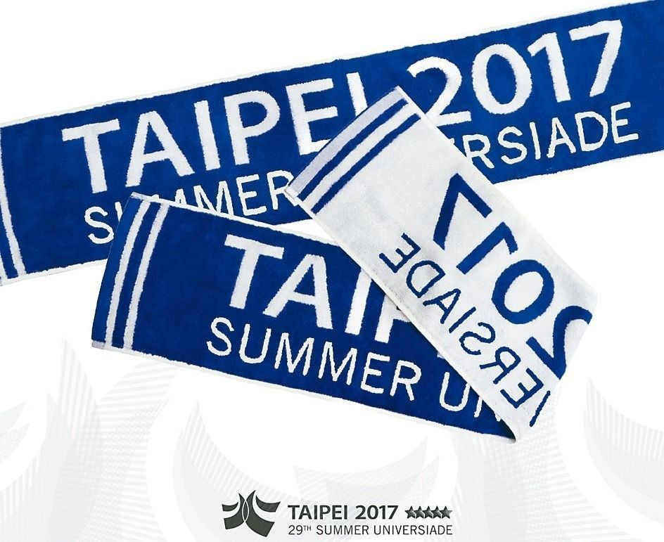 世大運印有TAIPEI2017的藍白毛巾熱銷。 圖/世大運組委會提供