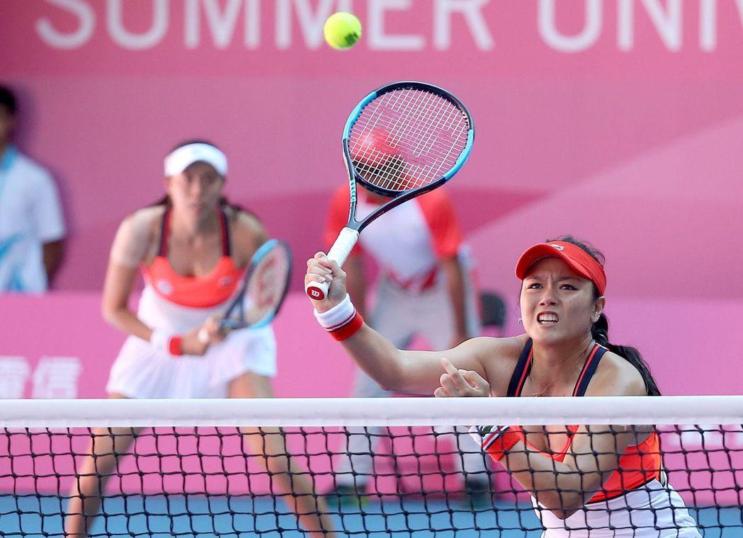 詹家姐妹在女雙奪金,也幫助女子團體賽留下金牌。