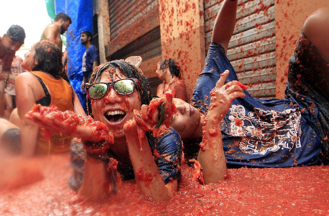 西班牙東部小鎮布尼奧爾(Bunol)30日舉辦年度「蕃茄大戰」(Tomatina...
