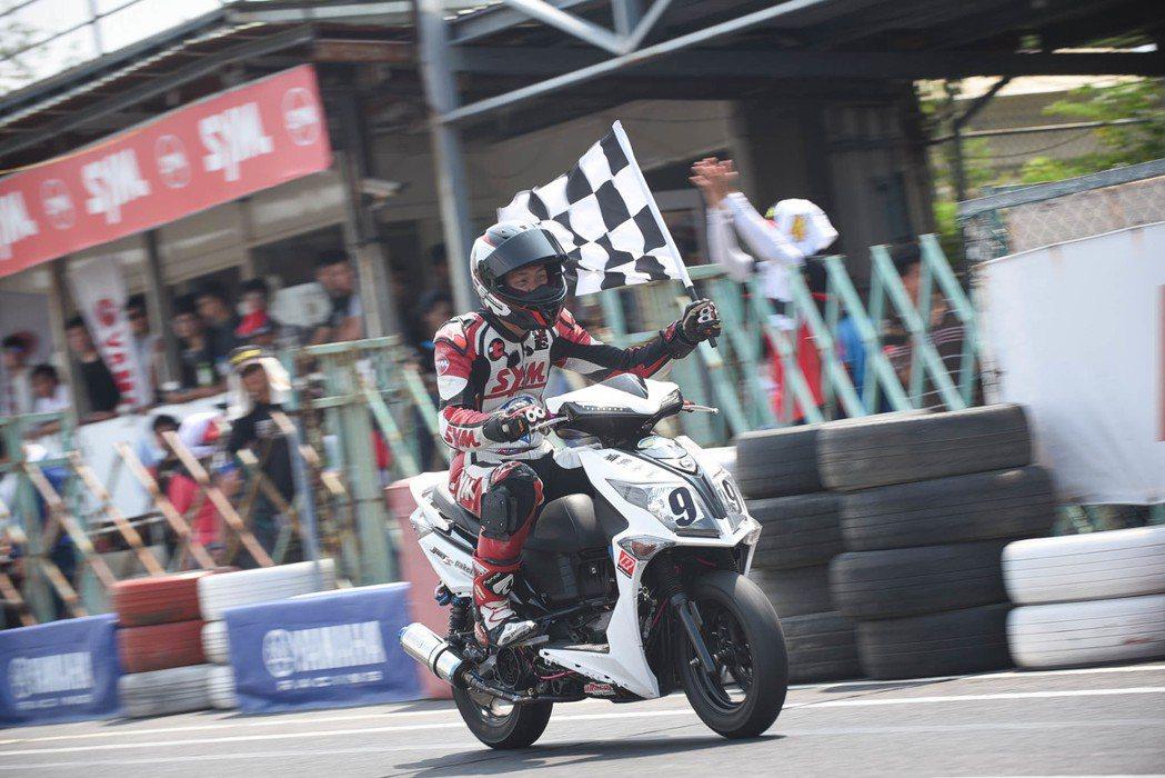 125D2組冠軍、125C1季軍-SMRT順興車業鄧憶鴻。圖/SYM提供
