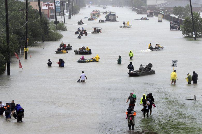 美國德州遭遇颶風哈維(Harvey)侵襲,造成休士頓地區淹大水。 圖/美聯社