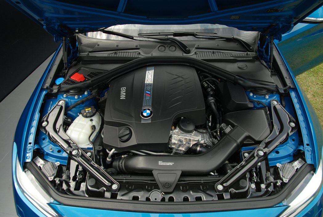 BMW M2 搭載F87 BMW M TwinPower Turbo 單渦流雙渦輪增壓直六引擎,在M-DCT七速雙離合自手排的搭配下,最大馬力為 370 匹/51 公斤米。 記者林鼎智/攝影
