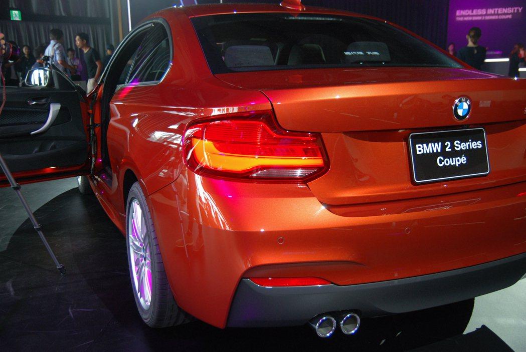 小改款後的 2-Series Coupe在尾燈部分則以大面積的 3D 光條設計,增添立體感。 記者林鼎智/攝影