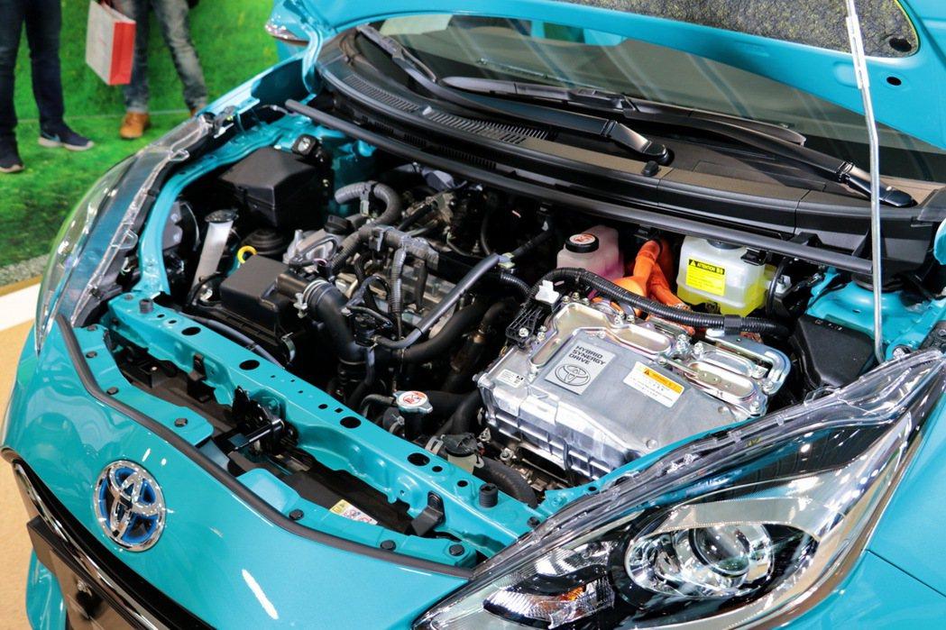 Toyota Prius c搭載1.5升Atkinson高效能汽油引擎與電動馬達交互作用。 記者陳威任/攝影