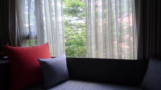 房間靠窗的沙潑。 徐谷楨/攝影