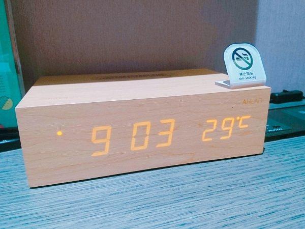 絕美木質音箱,正面可顯示時間與溫度。 徐谷楨/攝影