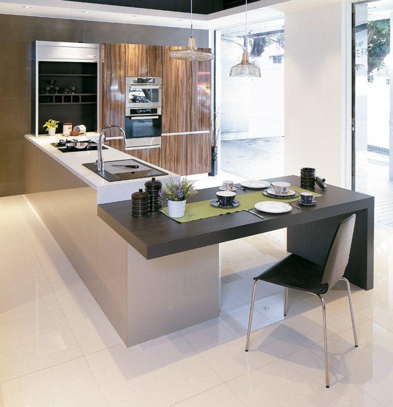 櫻花整體廚房Shinelux系列,使用義大利進口麗晶門板搭配德國進口五金,璀璨精...