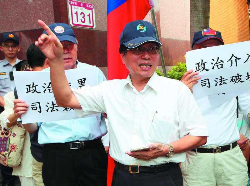 國民黨內有人研判,李來希(前)組黨的動機並不單純。 攝影/郭晉瑋