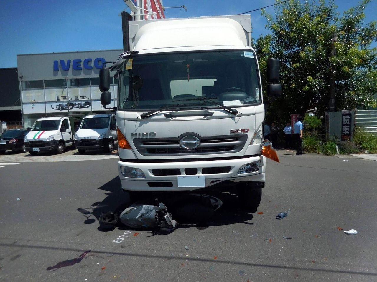 台南市本周已接連發生5件死亡交通事故,其中有2件機車騎士與大貨車發生事故。記者邵...