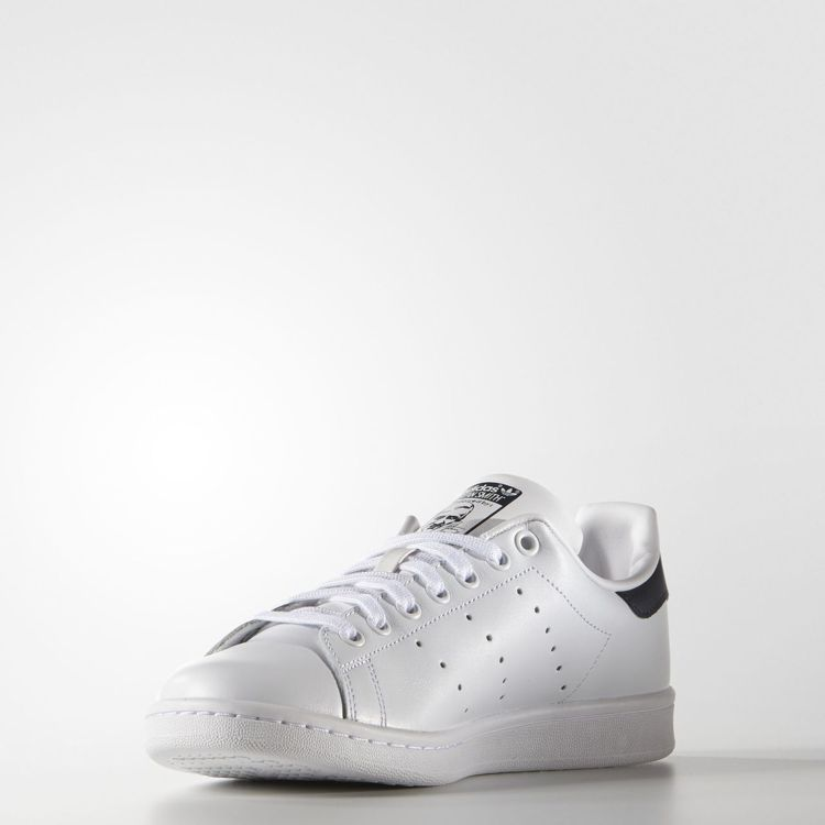 adidas Original Stan Smith是品牌最具代表性的球鞋。圖/...