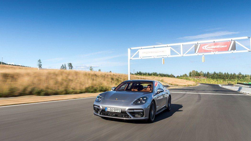 保時捷朝向「電能動力」前進,未來混合動力與全電力車款將不會搭載手排變速箱。圖/P...