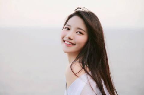 蔡瑞雪之前赴韓國參加選秀節目,當時被外界批評,不懂韓文的她完全沒有實力,最後在節目中遭到淘汰,近日她在臉書上發文「在人生道路上,我寧願冒險,也不願後悔」,似乎在回應之前大家對她的看法與意見。蔡瑞雪3...