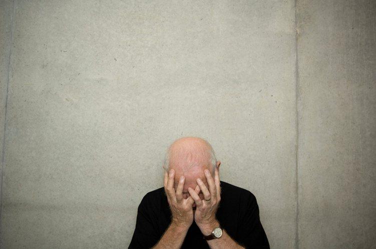 國人罹患阿茲海默型失智的佔比非常高,假設舊長看險保單真的「不賠阿茲海默型失智」,...