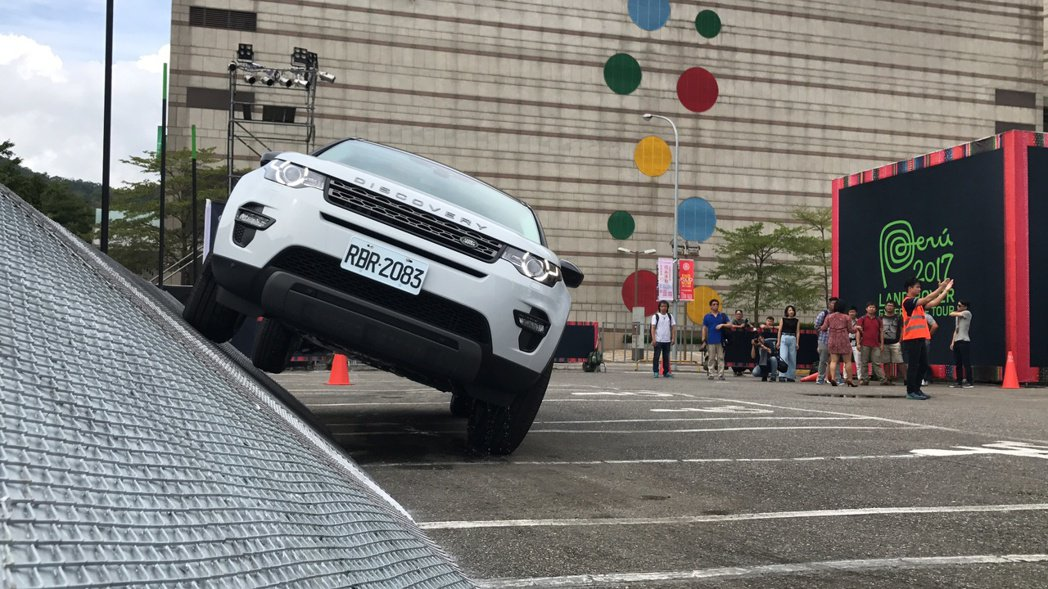 「Land Rover Experience Tour 全地形駕馭體驗會」。記者...