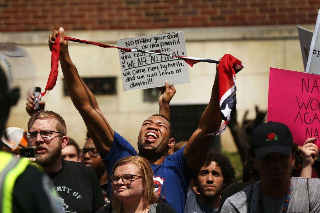 有鑒於美國今日可見的種族問題引致的分裂,這段過去已經到了必須正視而非僞善逃避的時...
