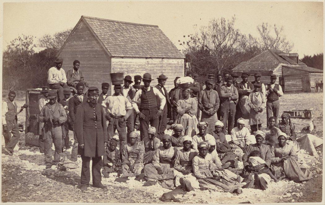 在1865年通過國會的第十三條修正案確立全國各地再無奴隸制,並將內戰定調為南北廢...