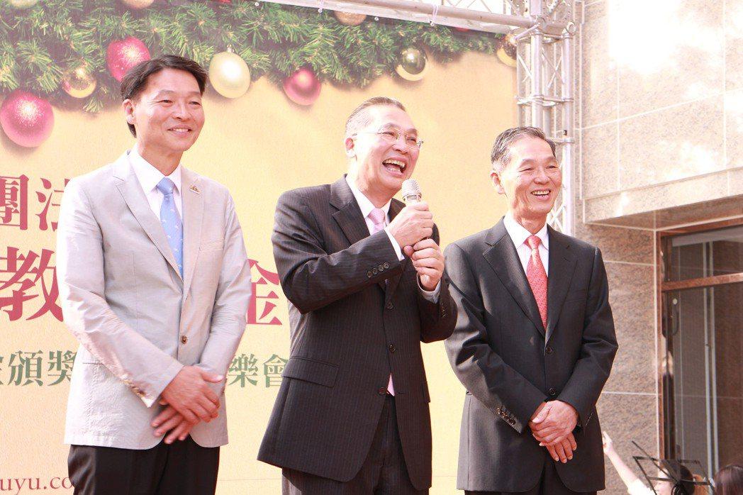 事業有成後,張順興(右起)、張永義及張鴻熙三兄弟每年做公益。 攝影/張世雅