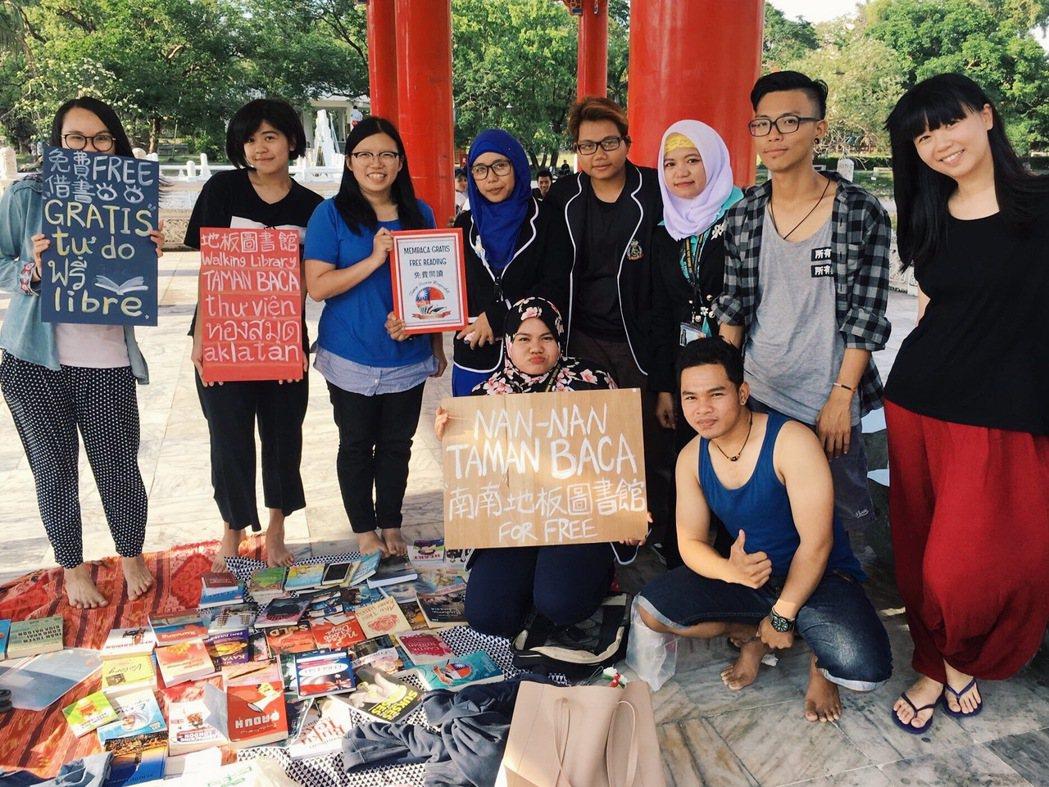每週日下午,台南TBM會和「Nan-Nan南南」一同在台南公園擺書攤。 粘力元