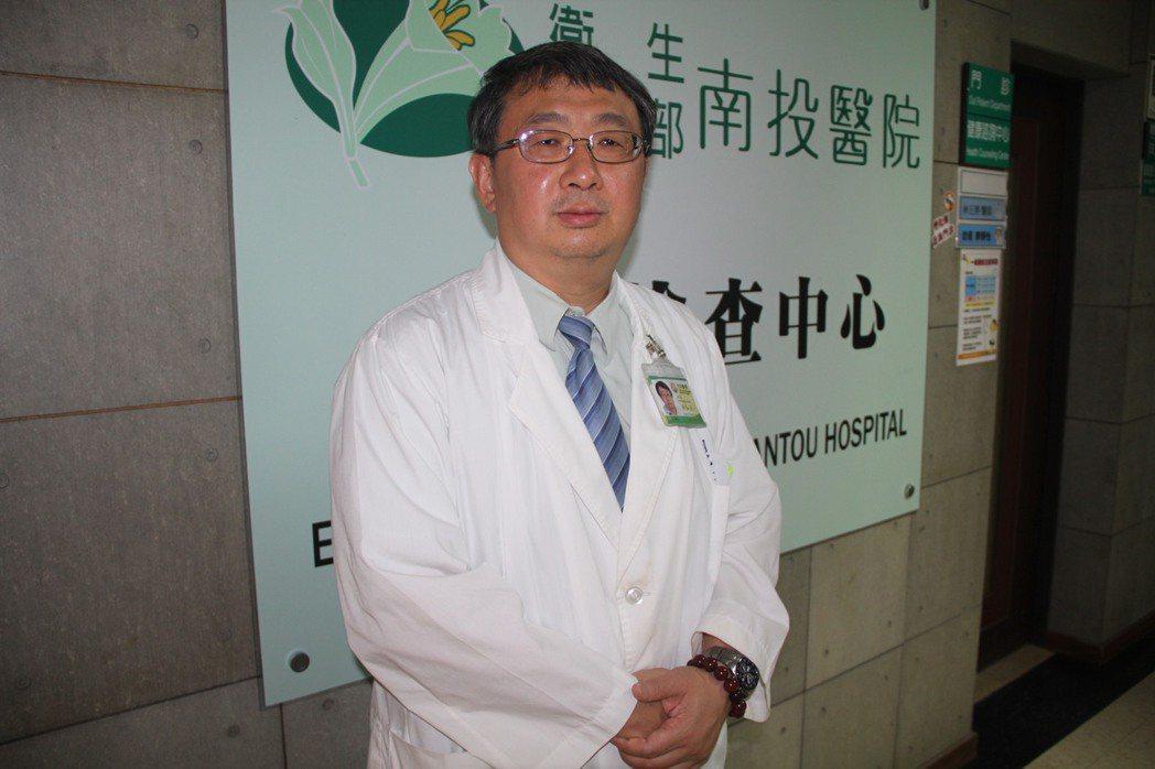 衛福部南投醫院長洪弘昌說,很多人難幼兒時就感染「接吻症」的病毒,只有在自身免疫力...
