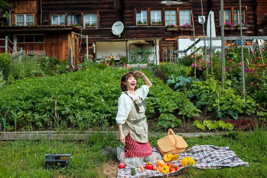 LuLu參與新歌「倒霉農場」歌詞創作。圖/環球提供