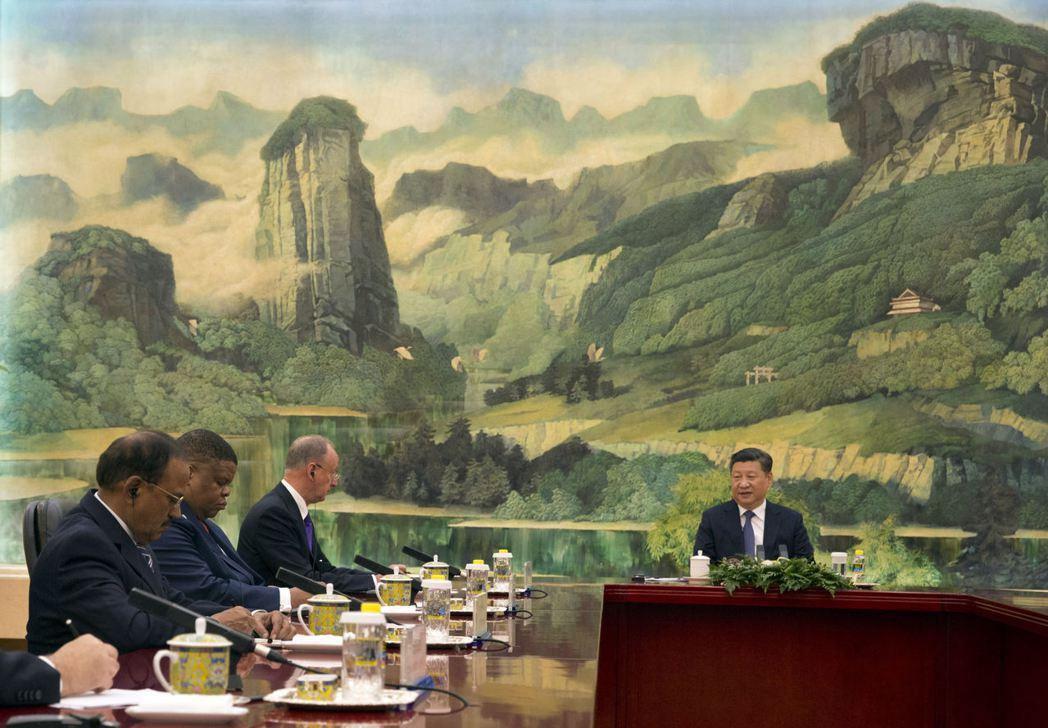 印度國安顧問多瓦爾(最左)7月底赴北京出席金磚國國安顧問會議,與中國大陸國家主席...