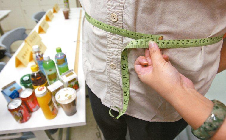 含糖飲料喝多易肥胖,且提高糖尿病等罹病風險。 報系資料照