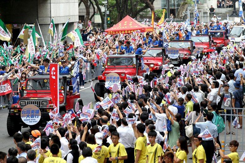 世大運「台灣英雄」奪金摘銀,總統府主導舉辦盛大遊行、總統接見給予感謝。 圖/聯合...