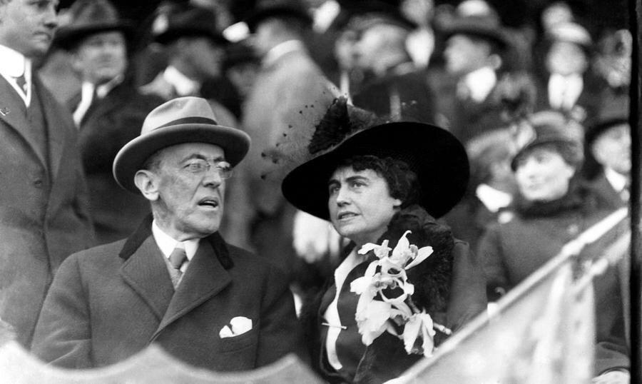 第28屆總統民主黨的威爾遜(Woodrow Wilson)是第一個對黑人族群進行...