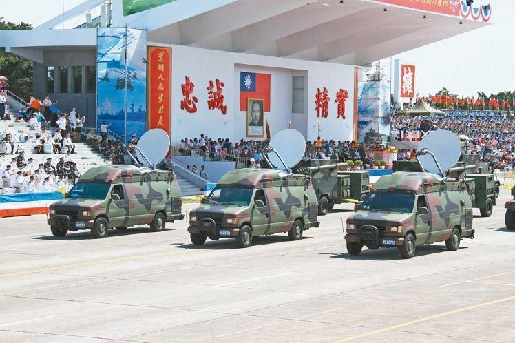 圖為軍方負責衛星訊號中繼的天頻車。 圖/本報資料照片