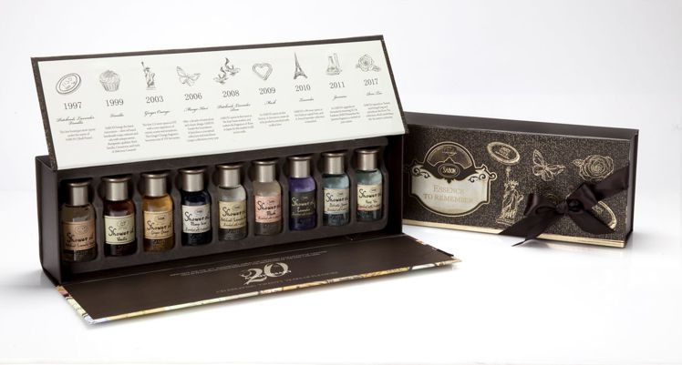 時光旅程璀璨年華沐浴油典藏組,售價1,980元。圖/SABON提供