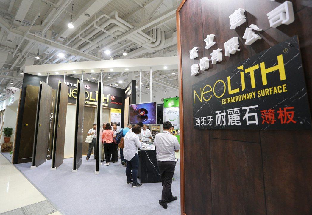 由經濟日報主辦的高雄國際建材大展在高雄展覽館一連舉行三天,展出國內外廠商優質建材...